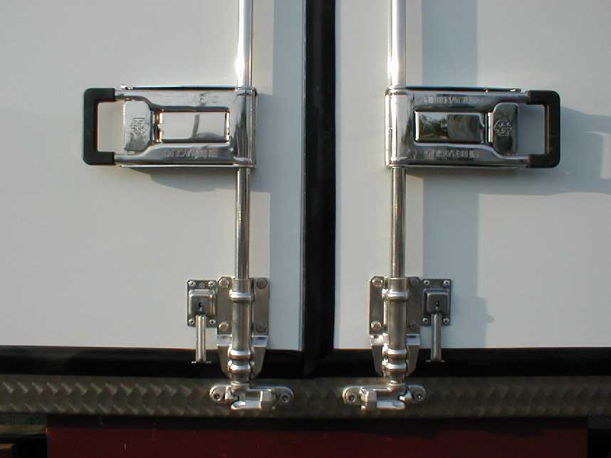Rear doors closures