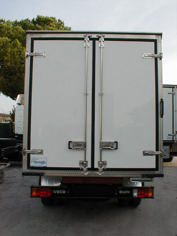 Rear opening with two doors